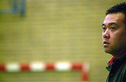 10-02-2001 VOLLEYBAL: NIVOC - SSS BARRNEVELD: NIEUWEGEIN<br /> SSS wint met 3-2 in Nieuwegein / Coach Stewart Bernard<br /> ©2001-WWW.FOTOHOOGENDOORN.NL