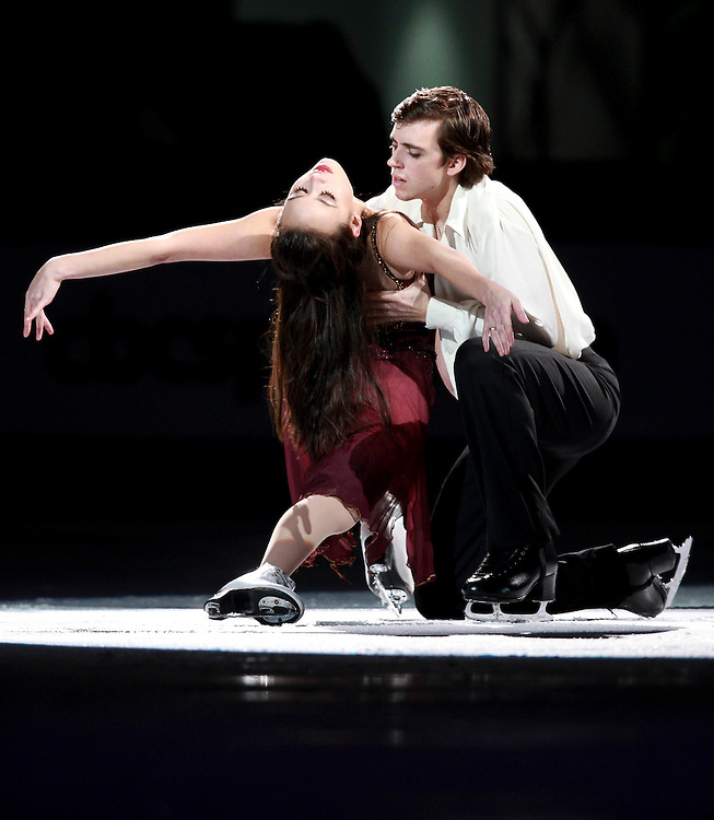 20101031 -- Kingston, Ontario -- Madison Chock and Greg Zuerlein of the United States skate in the exhibition gala at Skate Canada International in Kingston, Ontario, Canada, October 31, 2010. <br /> AFP PHOTO/Geoff Robins