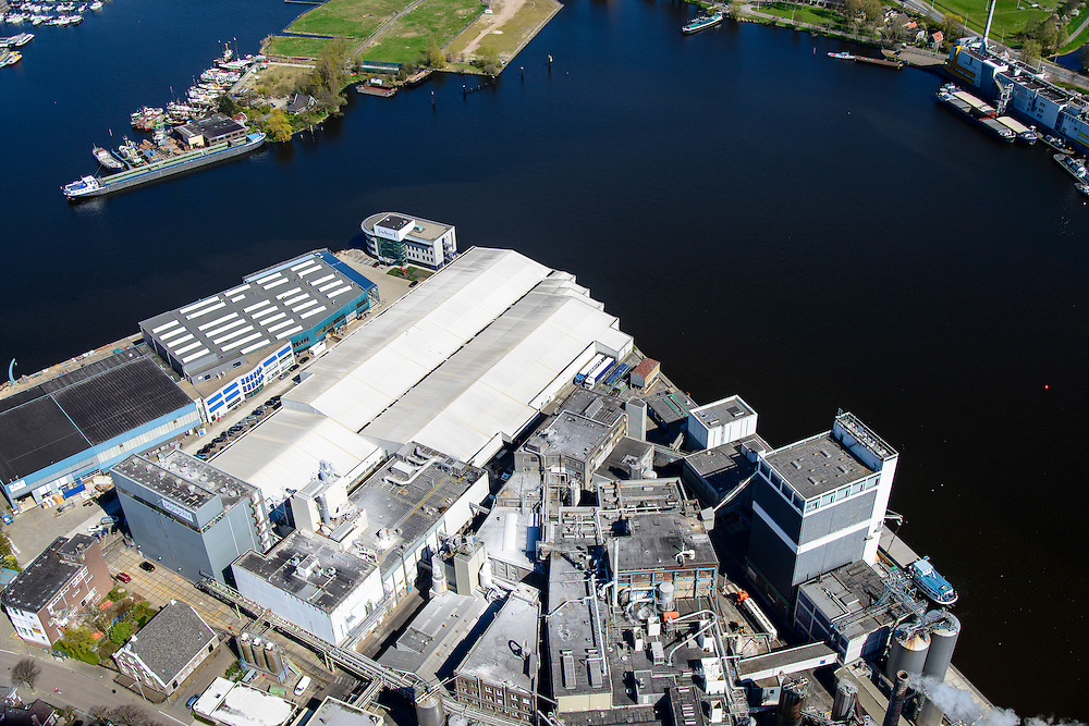 Nederland, Noord-Holland, Zaandstad, 20-04-2015; Koog aan de Zaan, industrie langs rivier de Zaan met fabriek van zetmeelproducent Tate & Lyle.<br /> Industry along river Zaan, Tate & Lyle plant for the production of starch.<br /> luchtfoto (toeslag op standard tarieven);<br /> aerial photo (additional fee required);<br /> copyright foto/photo Siebe Swart