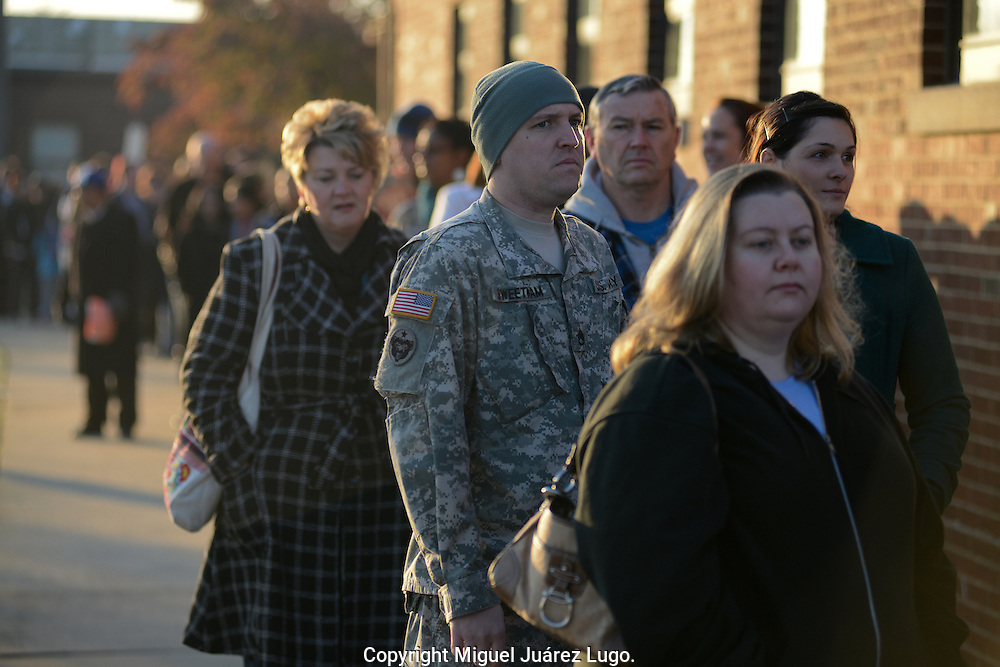 MANASSAS, VA - NOV 06, 2012-  Staff Army Sergeant, Dale Sweetman queue with his wife Olivia, this morning at the elementary school Jeannie Dean in this northern city from the swing state of Virginia where the President  Obama, won the elections in 2008 and this year is under a slight advantage for his challenger Republican Mitt Romney. (Photo by Miguel Juárez Lugo).