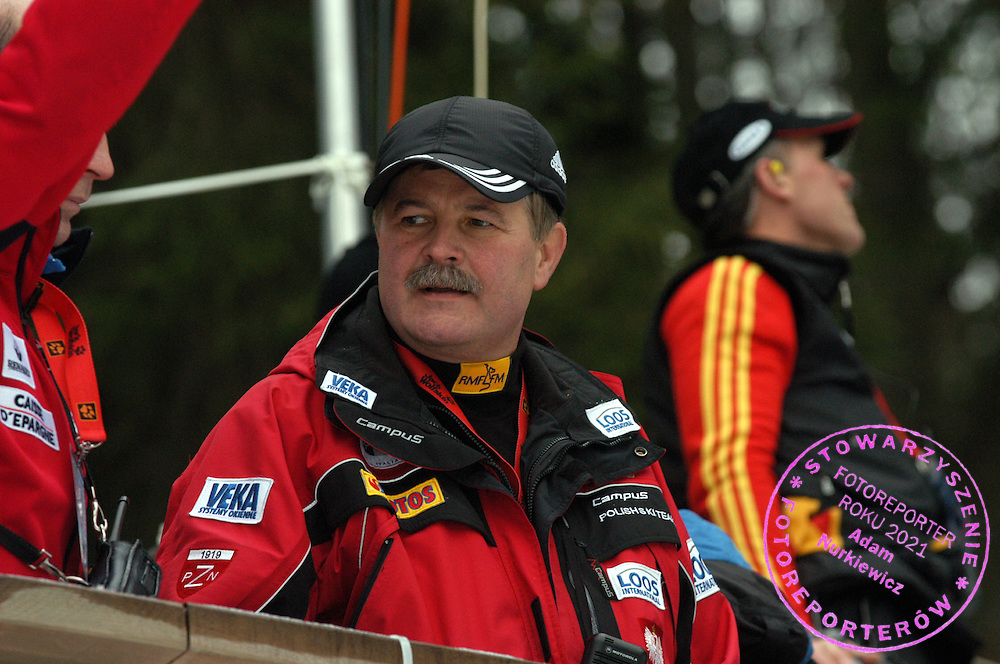 n/z.: trener Apoloniusz Tajner (Polska) , Puchar Swiata w skokach narciarskich , skoki narciarskie , Szwajcaria , Engelberg , 19-12-2003 , fot.: Adam Nurkiewicz / mediasport.pl..trainer - coach Apoloniusz Tajner (Poland) during FIS World Cup in Engelberg. K120 Ski jumping event in FIS World Cup. December 19, 2003 , ski jumping , Switzerland , Engelberg ( Photo by Adam Nurkiewicz / mediasport.pl )
