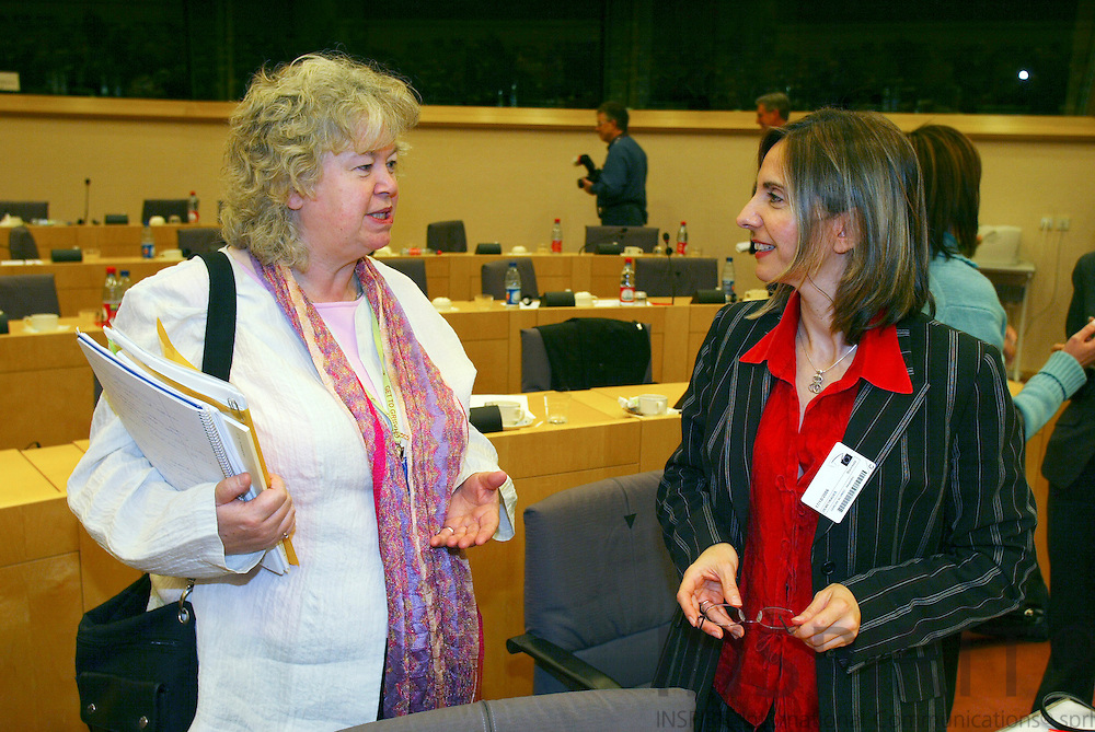 BRUSSELS - BELGIUM - 17 OCTOBER 2006 -- Conference:  Working time and work-life balance:.A policy dilemma?  -- MEP Jean LAMBERT (L) and Stavroula DEMETRIADES (R), Research Coordinator - Industrial relations at the European Foundation for the improvement of living and working conditions (EUROFOUND).   PHOTO: ERIK LUNTANG /