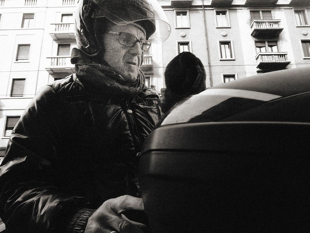 dark, crisis, recession, drama, dramatic, tired, tiredness, weariness, alone, loneliness, desolate, desolation, difficulty, difficult, difficulties, isolation, isolate, isolating, isolates, lonely Milano, Milan, Italy