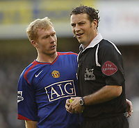 Photo: Aidan Ellis.<br /> Sheffield United v Manchester United. The Barclays Premiership. 18/11/2006.<br /> Manchester's Paul Scholes moans at referee Mark Clattenburg