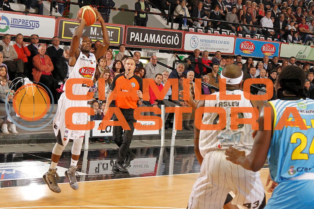 DESCRIZIONE : Caserta Lega A 2013-14 Pasta Reggia Caserta Vanoli Cremona<br /> GIOCATORE : Ronald Moore<br /> CATEGORIA : tiro three points shot<br /> SQUADRA : Pasta Reggia Caserta<br /> EVENTO : Campionato Lega A 2013-2014<br /> GARA : Pasta Reggia Caserta Vanoli Cremona<br /> DATA : 04/05/2014<br /> SPORT : Pallacanestro <br /> AUTORE : Agenzia Ciamillo-Castoria/A. De Lise<br /> Galleria : Lega Basket A 2013-2014  <br /> Fotonotizia : Caserta Lega A 2013-14 Pasta Reggia Caserta Vanoli Cremona