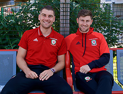 RUNCORN, ENGLAND - Tuesday, May 22, 2018: Wales' Sam Vokes and Ben Davies travel by train as they head to Heathrow for a flight to Los Angeles ahead of the international friendly match against Mexico. (Pic by David Rawcliffe/Propaganda)