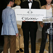 NLD/Den Haag/20091106 - Uitreiking Mercedes-Benz Dutch Fashion Awards 2009,  Sjaak Hullekes winnaar the Mercedes-Benz Dutch Fashion Award 2009