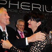 NLD/Den Haag/20111114 - Perslunch Virgin Galactic iav Sir Richard Branson, met laura Fygi