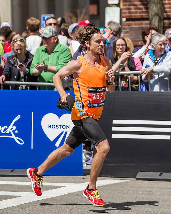 2014 Boston Marathon: turn onto Boylston Street with quarter mile to go, Owen Keily