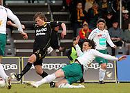 01.05.2010, Tapiolan Urheilupuisto, Espoo..Veikkausliiga 2010, FC Honka - IFK Mariehamn..Jaakko Lepola (Honka) v Mate Dujilo (MIFK).©Juha Tamminen.