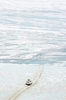 Russie, Siberie, Oblast d'Irkoutsk, lac Baikal, Maloe More ( petite mer), le lac gelé pendant l'hiver, circullation sur le lac // Russia, Siberia, Irkutsk oblast, Baikal lake, Maloe More (little sea), frozen lake during winter, driving on the lake