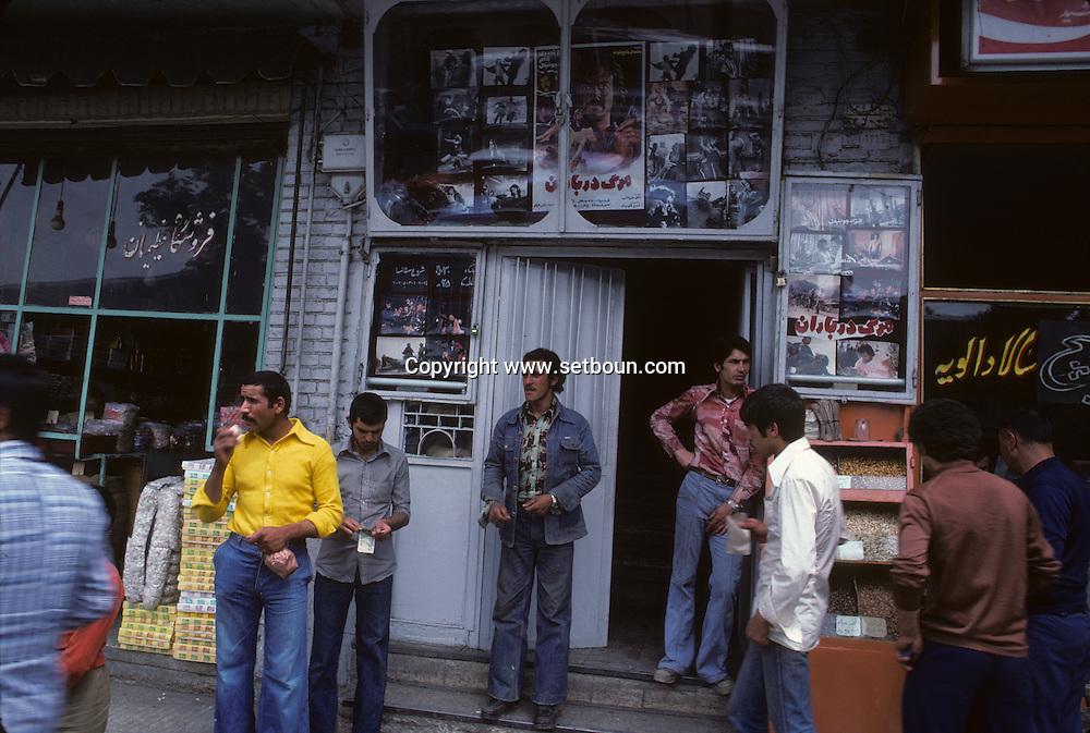 Iran - street life in Tehran - Iran    /  scenes de rue a Teheran quelques mois avant la revolutionn islamique  Teheran - Iran