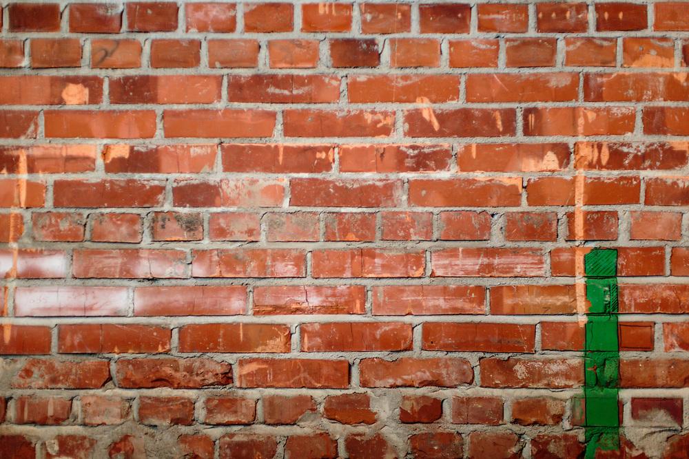 08 MAR 2017 - Muro di mattoni.