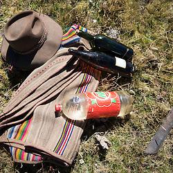 Estas son algunas de algunas de las cosas que los cazadores llevan consigo durante la captura de un c&oacute;ndor. La captura puede tomar desde unos cuantos d&iacute;as hasta varias semanas.<br /> <br /> Foto: Oscar Durand