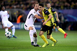 Borussia Dortmund's Marc Bartra (right) and Tottenham Hotspur's Harry Kane (left) battle for the ball