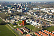 Nederland, Utrecht, de Uithof, 11-02-2008; universiteitscentrum van Universiteit Utrecht, exacte faculteiten en de sociale faculteit, onder andere Diergeneeskundefaculteit, stallen voor het vee in de voorgrond; de rode schoorstnen zijn van warmtekrachtcentrale (ontwerp van architekt Liesbeth van der Pol, uitgevoerd in de schoorstenen corten staal ); het complex huisvest ook enkele faculteiten van de Hogeschool Utrecht, verder studentenhuisvesting in studentenflats; aan de horizon binnenstad Utrecht, met Domtoren; wetenschap, studeren, leren, onderzoek, research, corten-staal..luchtfoto (toeslag); aerial photo (additional fee required); .foto Siebe Swart / photo Siebe Swart
