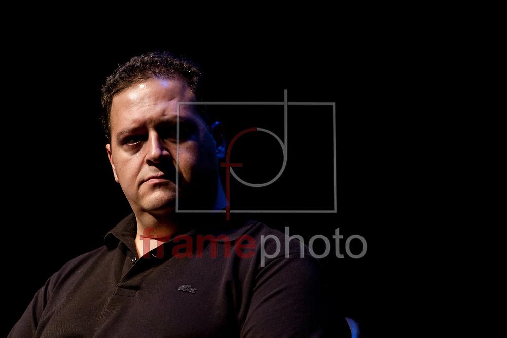 """São Paulo, SP – 17/06/2015 – Juan Pablo Escobar participa de debate sobre seu recém-lançado livro, """"Pablo Escobar, meu pai"""", no qual conta como era ser filho de um dos maiores traficantes do mundo; evento realizado no Itaú Cultural contou com as presenças do escritor Ferrez e do jornalista Denis Russo Burgierman. Foto: CARLA CARNIEL/FRAME"""
