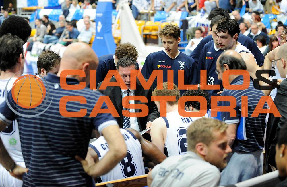 DESCRIZIONE : Bologna LegaDue  2012-13 BiancoBlu' Bologna FMC Ferentino<br /> GIOCATORE : Coach Stefano Salieri<br /> SQUADRA : BiancoBlu' Bologna<br /> EVENTO : Campionato LegaDue  2012-2013<br /> GARA :  BiancoBlu' Bologna FMC Ferentino<br /> DATA : 05/05/2013<br /> CATEGORIA : Coach Fair Play TimeOut <br /> SPORT : Pallacanestro<br /> AUTORE : Agenzia Ciamillo-Castoria/A.Giberti<br /> Galleria : LegaDue Basket 2012-2013<br /> Fotonotizia : Bologna LegaDue  2012-13 BiancoBlu' Bologna FMC Ferentino<br /> Predefinita :