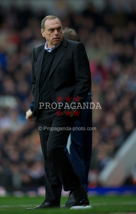 LONDON, ENGLAND - Sunday, February 27, 2011: West Ham United's manager Avram Grant during the Premiership match against Liverpool at Upton Park. (Photo by David Rawcliffe/Propaganda)