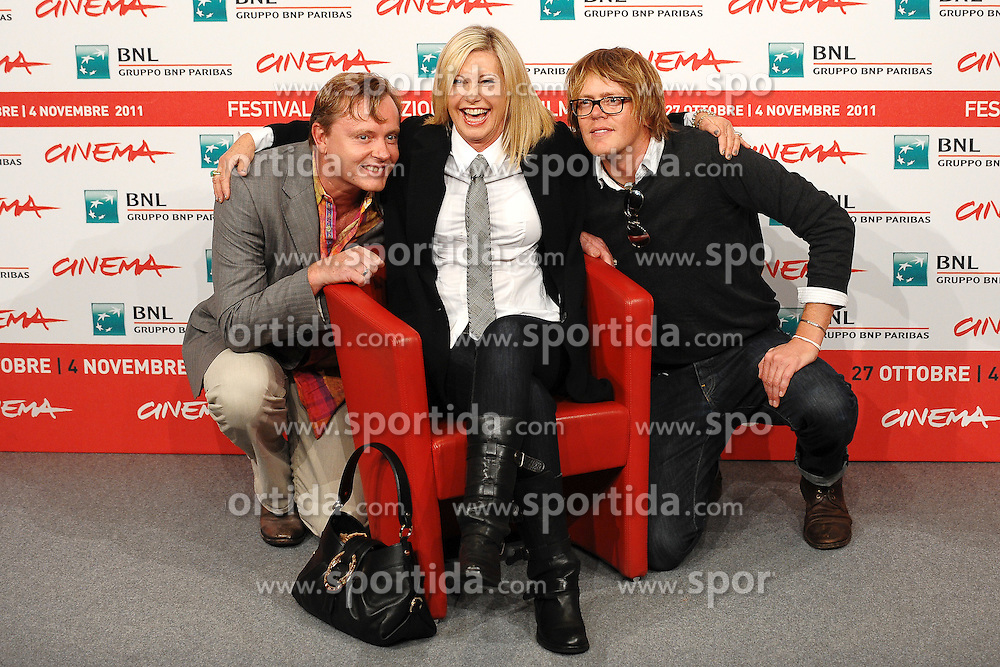28.10.2011, Auditorium Parco Della Musica, Rom, ITA, Interationales Filfestival Rom 2011, im Bild Stephen Elliot, Olivia Newton John und Chris MARSHALL mit dem Film, A few best men // Stephen Elliot, Olivia Newton John and Chris MARSHALL m during Photocall for the Film 'A few best men' at International Rome Film Festival at Auditorium Parco Della Musica, Rome, Italy on 28/10/2011. EXPA Pictures © 2011, PhotoCredit: EXPA/ InsideFoto/ Andrea Staccioli +++++ ATTENTION - FOR AUSTRIA/(AUT), SLOVENIA/(SLO), SERBIA/(SRB), CROATIA/(CRO), SWISS/(SUI) and SWEDEN/(SWE) CLIENT ONLY +++++