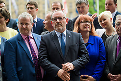 © Licensed to London News Pictures. 12/06/2017. London, UK. STEWART HOSIE MP (centre) watches as SNP leader NICOLA STURGEON holds a photocall and press conference outside parliament with her newly elected MPs. Over the weekend British prime minister Theresa May formed a new cabinet and continues discussions with the DUP in an attempt to form a new government. Photo credit: Ben Cawthra/LNP