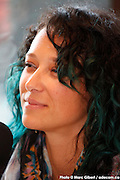 Portrait en direct de Joslei lors de l'émission radiophonique Francophonie Express  à  Bar Alice de l'hôtel Omni / Montreal / Canada / 2015-04-07, Photo © Marc Gibert / adecom.ca