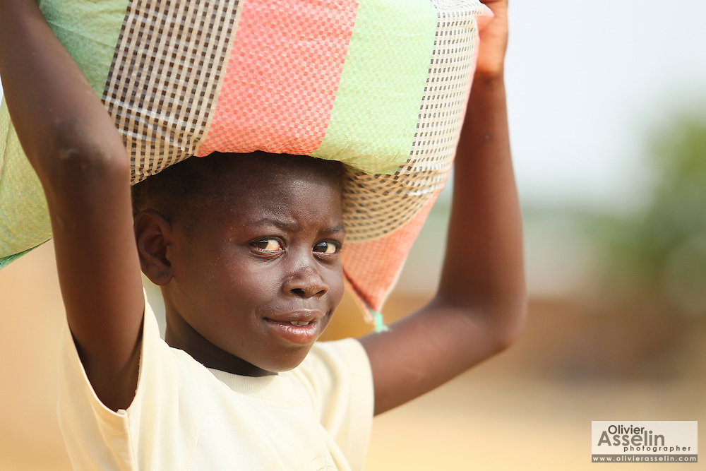 A girl carries a load on top of her head in N'Djamena, Chad on Thursday June 10, 2010.