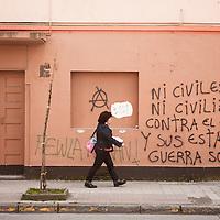 Los muros son el papel, que informa del acontecer y de los planes a seguir.<br /> <br /> Muestra la agenda del movimiento social y tambi&eacute;n sus proclamas.