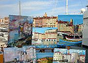 Frankrijk, St. Tropez, 09-09-2006....Uitzicht vanaf de jachthavennaar het stadje. Schilderijen van het uitzicht zijn te koop.....Foto: Flip Franssen/Hollandse Hoogte