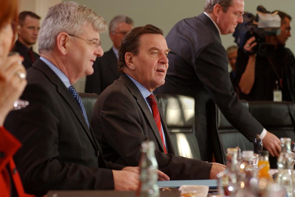 13 NOV 2002, BERLIN/GERMANY:<br /> Kabinettsitzung, Bundeskanzleramt<br /> IMAGE: 20021113-01-001<br /> KEYWORDS: Kabinett, Sitzung