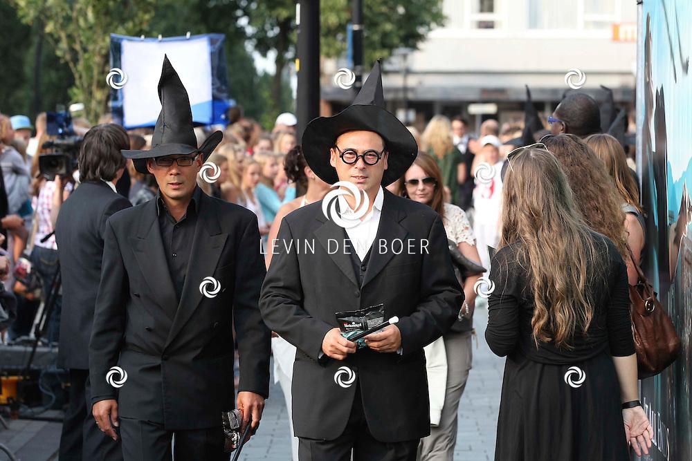 ZEIST - De Nederlandse premiere van de allerlaatste film van Harry Potter. Harry Potter and the Deathly Hallows: Part 2 werd vertoond in theater FIGI en Slot Zeist. Met op de foto Harry Potter Fans. FOTO LEVIN DEN BOER - PERSFOTO.NU