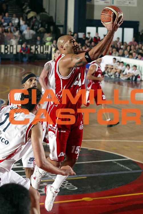 DESCRIZIONE : Biella Lega A1 2005-06 Angelico Biella Armani Jeans Milano <br />GIOCATORE : Blair<br />SQUADRA : Armani Jeans Milano<br />EVENTO : Campionato Lega A1 2005-2006<br />GARA : Angelico Biella Armani Jeans Milano<br />DATA : 15/01/2006<br />CATEGORIA : Tiro<br />SPORT : Pallacanestro<br />AUTORE : Agenzia Ciamillo-Castoria/S.Ceretti<br />Galleria : Lega Basket A1 2005-2006<br />Fotonotizia : Biella Campionato Italiano Lega A1 2005-2006 Angelico Biella Armani Jeans Milano<br />Predefinita :
