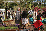 roddy Llewellen and Camilla Swift. Royal Horticultural Society's Chelsea Flower Show, Royal Hospital's grounds. Chelsea. 23 May 2005.  ONE TIME USE ONLY - DO NOT ARCHIVE  © Copyright Photograph by Dafydd Jones 66 Stockwell Park Rd. London SW9 0DA Tel 020 7733 0108 www.dafjones.com