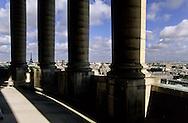 France. Paris. 5th district Elevated view. La chapelle de l'universite de la Sorbonne et le quartier des grandes ecoles. vue du Pantheon, (ancienne abatiale Sainte Genevieve)