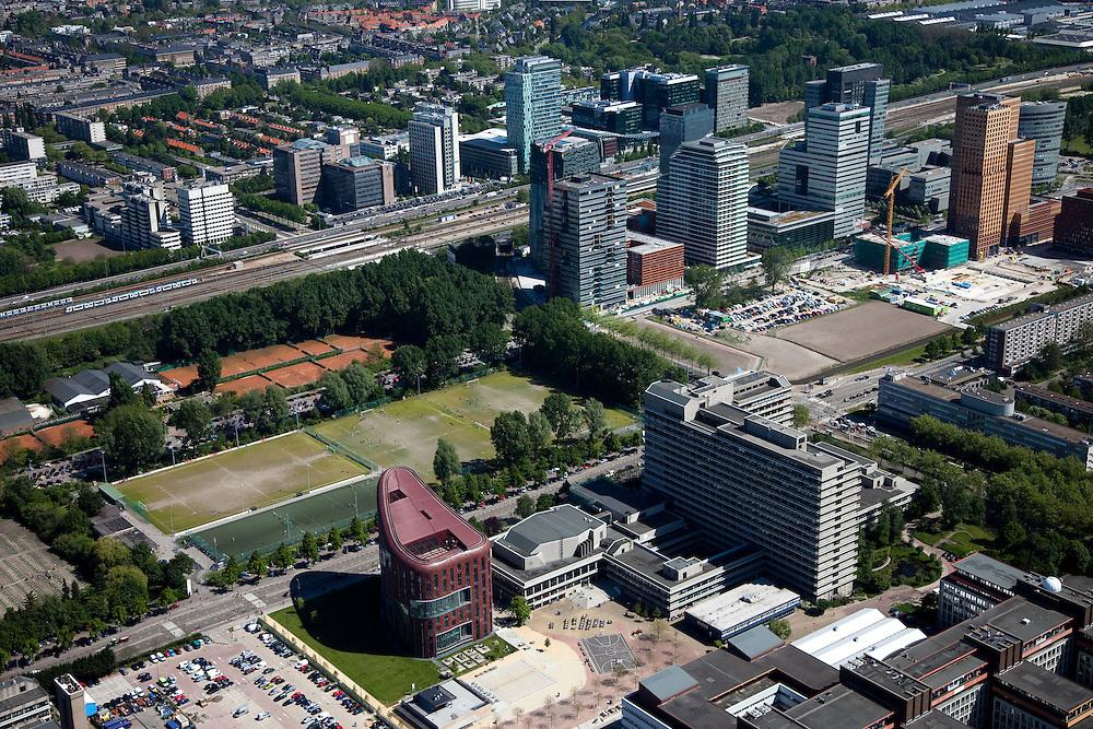 Nederland, Noord-Holland, Amsterdam, 12-05-2009; Hoofdgebouw van de Vrije Universiteit (r) en Opleidingscentrum Zorg en Welzijn OCW (l), zicht op het financiele deel van de Zuidas, aan beide zijden van de A10.Swart collectie, luchtfoto (toeslag); Swart Collection, aerial photo (additional fee required).foto Siebe Swart / photo Siebe Swart