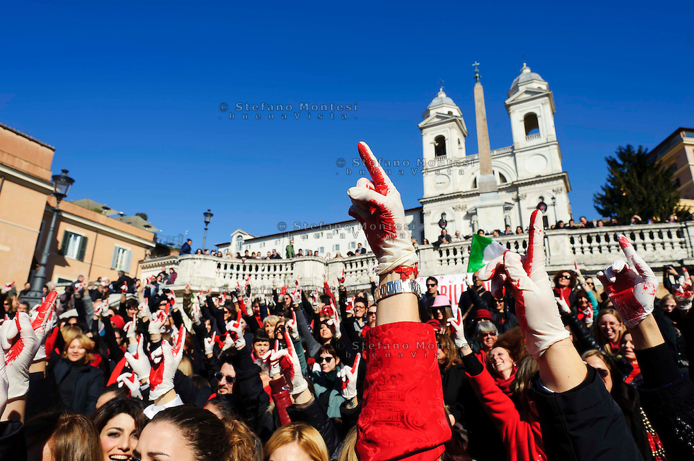 Roma 14 Febbraio 2013.One Billion Rising.Flash mob mondiale One Billion Rising, Hands off Women, contro la violenza sulle donne, a Trinità dei Monti