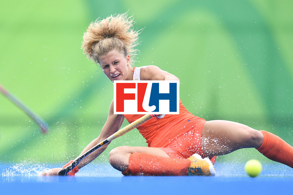 TOPSHOT - Netherlands' Maria Verschoor slips on the rain water during the womens's field hockey New Zealand vs Netherlands match of the Rio 2016 Olympics Games at the Olympic Hockey Centre in Rio de Janeiro on August, 12 2016. / AFP / Carl DE SOUZA        (Photo credit should read CARL DE SOUZA/AFP/Getty Images)