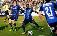 Fotball<br /> Tippeligaen<br /> Nadderud 30.03.14<br /> Stabæk - Sogndal<br /> Enock Adu foran Ville Jalasto<br /> Foto: Eirik Førde