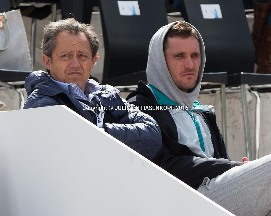 Alexander Zverev  Bruder Mischa und Manager Patricio Apey  in der Spielerloge,<br /> <br /> Tennis - BMW Open2016 -  ATP  -  MTTC Iphitos - Munich -  - Germany  - 28 April 2016.