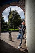 Groningen 20150913. Nathan de Vries , presentator bij Spuiten en Slikken van BNN. Op achtergrond de Martinitoren. foto: Pepijn van den Broeke