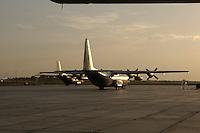 26 SEP 2004, TERMEZ/UZBEKISTAN:<br /> Transall C-130 Transportflugzeuge der Bundesluftwaffe, 3. Einsatzgeschwaders der Bundeswehr auf dem Flughafen von Termez<br /> IMAGE: 20040926-01-140<br /> KEYWORDS: Termes, Usbekistan, Flugzeug,