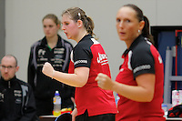 OSS - Tafeltennis, SKF - FVT, Promotiewedstrijd naar eredivisie 11-12-2011, Brenda Vonk (r) Charell Schoonbrood (l)
