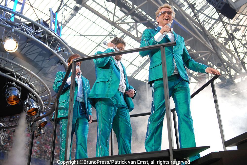 Toppers in Concert 2007 in de Amsterdam Arena.<br /> <br /> Op de foto: De drie Toppers - Gordon , Gerard Joling en Rene Froger