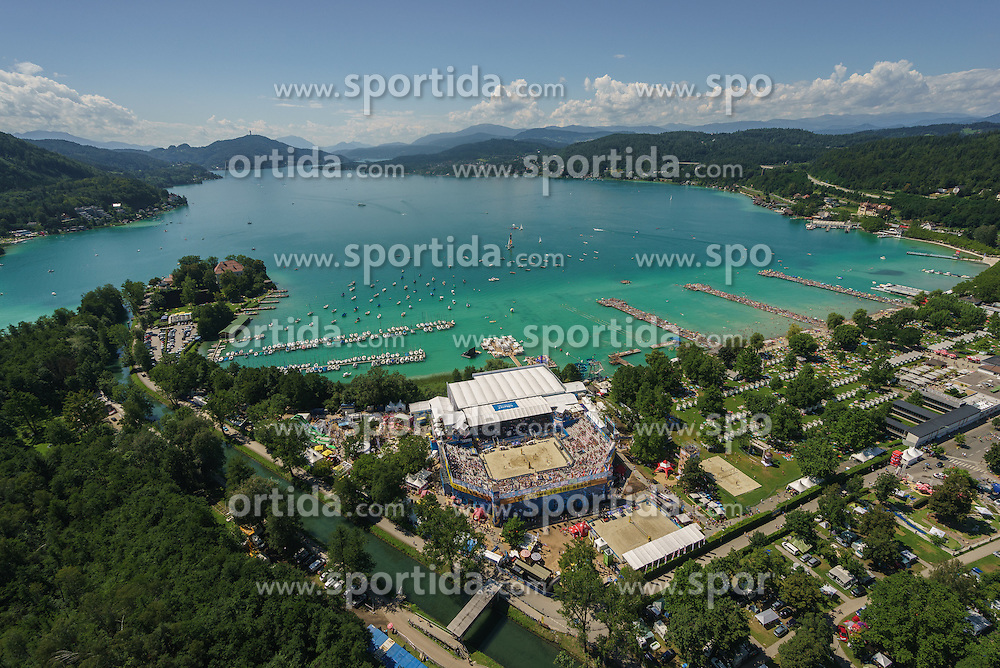 29.07.2016, Strandbad, Klagenfurt, AUT, FIVB World Tour, Beachvolleyball Major Series, Klagenfurt, im Bild Luftaufnahme // during the FIVB World Tour Major Series Tournament at the Strandbad in Klagenfurt, Austria on 2016/07/29. EXPA Pictures © 2016, PhotoCredit: EXPA/ Gert Steinthaler