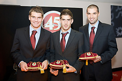 CARDIFF, WALES - Tuesday, October 7, 2008: Wales' players recieve their caps at the Brains Beer Wales Football Awards at the Millennium Stadium. L-R: Sam Vokes, Ched Evans, Boaz Myhill. (Photo by David Rawcliffe/Propaganda)