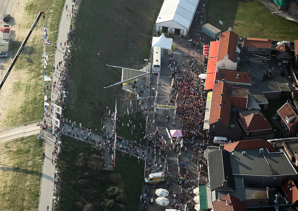 Start ladies run in de Langstraat inZoutelande over 5 en 10 kilometer als onderdeel van het kustmarathonweekend.