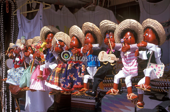 Cancun, Mexico. 10/1998..Marionetes.Foto © Marcos Issa/Argosfoto.www.argosfoto.com.br