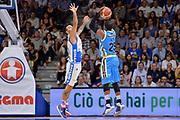 DESCRIZIONE : Beko Legabasket Serie A 2015- 2016 Dinamo Banco di Sardegna Sassari -Vanoli Cremona<br /> GIOCATORE : Tyrus McGee<br /> CATEGORIA : Tiro Tre Punti Three Point Controcampo<br /> SQUADRA : Vanoli Cremona<br /> EVENTO : Beko Legabasket Serie A 2015-2016<br /> GARA : Dinamo Banco di Sardegna Sassari - Vanoli Cremona<br /> DATA : 04/10/2015<br /> SPORT : Pallacanestro <br /> AUTORE : Agenzia Ciamillo-Castoria/L.Canu