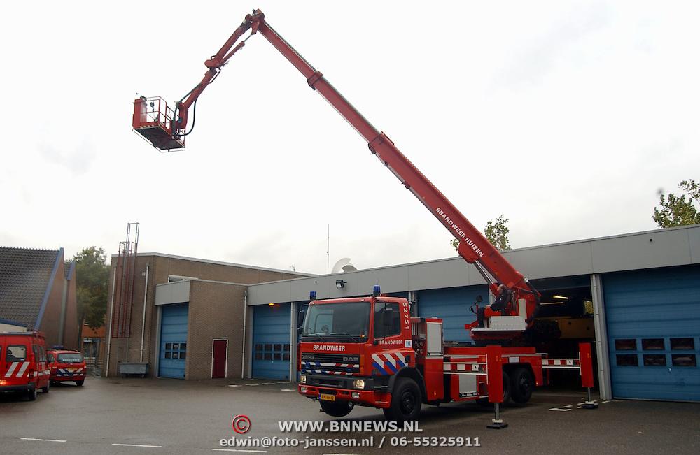 Nieuwe brandweer Huizen ladderwagen 751