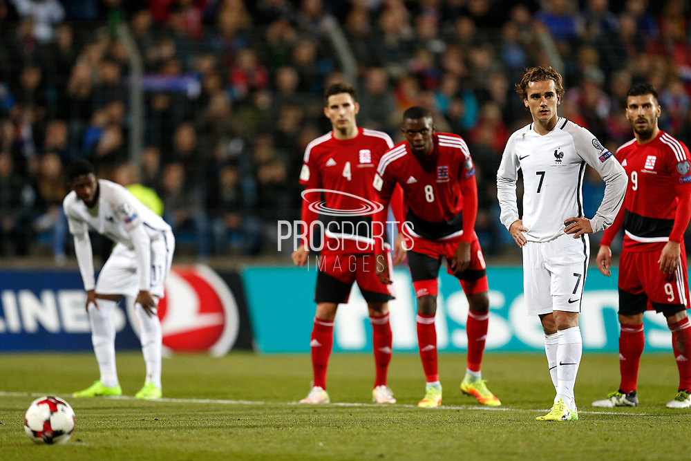 France's forward Antoine Griezmann looks on before kicking a penalty during the FIFA World Cup 2018 qualifying football match, Group A, between Luxembourg and France on March 25, 2017 at Josy Barthel stadium in Luxembourg - Photo Benjamin Cremel / ProSportsImages / DPPI